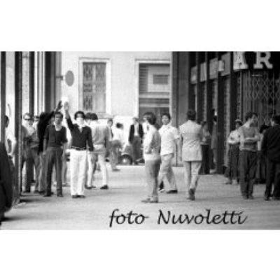 Anni '70, Milano, sanbabilini con spranghe