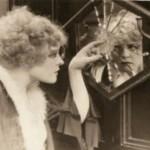 Alice si è persa dietro allo specchio