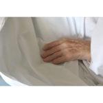 Una mano sottile