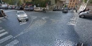 """La """"scentarella"""" di via Maria Adelaide a Roma. In fondo Via della Penna"""