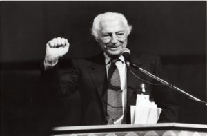 Gianni Agnelli saluta gli industriali a Genova - 1993