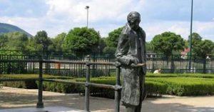 La statua di György Lukács nel parco Szent István a Budapest